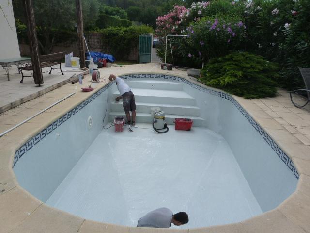 Mosaique de piscine le cres h rault carrelage pour for Colle pour mosaique piscine