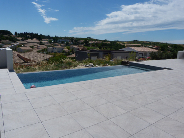 Pose de carrelage piscine h rault chantier carrelage for Dalle piscine