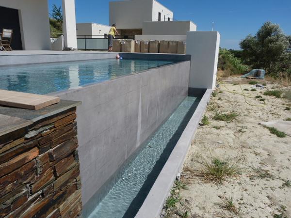 Plage de piscine nezignan l 39 eveque h rault carrelage for Carrelage pour plage piscine