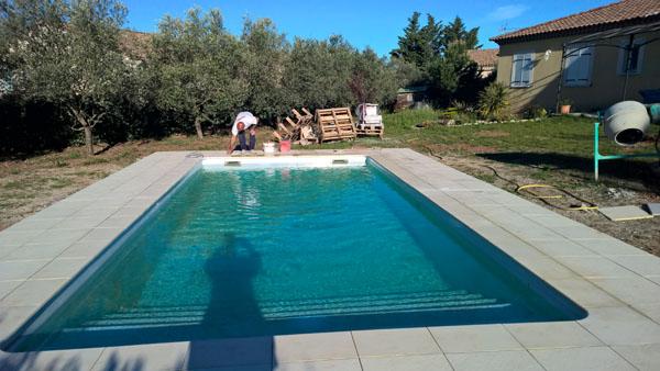 dalle tour de piscine amazing dalles travertin plage de piscine runion with dalle tour de. Black Bedroom Furniture Sets. Home Design Ideas